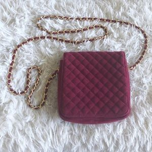 Chic burgundy velvet mini shoulder bag!